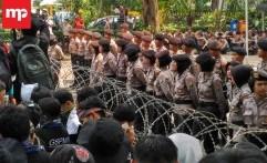 Puluhan Srikandi Polisi Kawal Aksi Demo Buruh