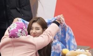 Heboh! Suzy Bae Pakai Hijab Atas Permintaan Fan