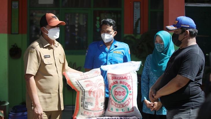 Peninjauan ruang isoman di Di RW 09 Kelurahan Sukaraja, Kota Bandung. (Foto: MP/Humas Bandung)