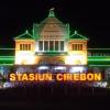 Musik Akustik Pembunuh Kebosanan di Stasiun Cirebon