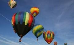 Tradisi Lepas Balon Bahayakan Penerbangan?