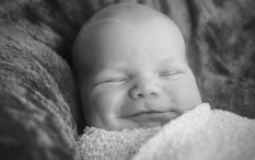 Bantu Stimulasi Perkembangan Motorik Bayi dengan Cara Sederhana Ini