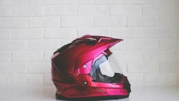 Cegah Helm Bau saat Musim Hujan Sangat Mudah