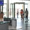 Petugas Bandara Ini Mendadak Jadi ARMY