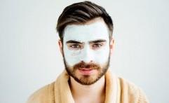 Jangan Salah, Pria Boleh-Boleh Saja Memakai Masker Wajah