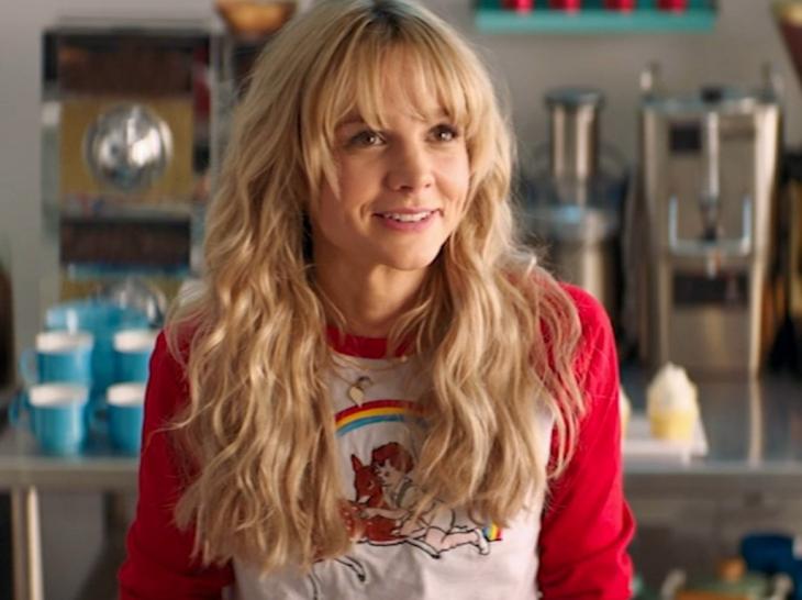 Carey Mulligan dalam Promising Young Woman (2020) dengan Skor 91%. (Foto: abcotvs.com)