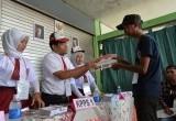 Unik, Petugas KPPS di TPS 45 Kebon Pala Berseragam SD