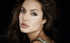 Angelina Jolie Kecam Kekerasan Seksual Terhadap Warga Rohingya