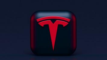 Baru Dirilis Sehari, FSD Tesla Ditarik