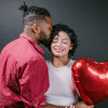 Temukan Kado Valentine Terbaik Sesuai dengan Bahasa Cinta Pasangan