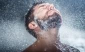 Jangan Segan Mandi Pakai Air Dingin, Banyak Manfaatnya untuk Tubuh