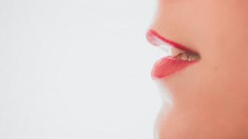 Sering Pakai Masker saat Berpuasa Bikin Mulut Lebih Bau?