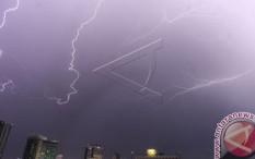 Jakarta Diprediksi Hujan Disertai  Angin Kencang Hari Ini