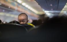 Ciptakan Perjalanan Naik Pesawat Menyenangkan Bersama Bayi