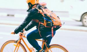 Hobi Gowes? Ketahui Isyarat Tangan saat Bersepeda di Jalan Raya
