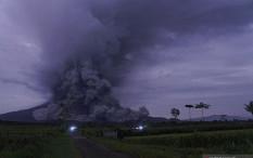 Tertutup Kabut, Erupsi Gunung Semeru Sulit Teramati