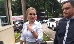 Penuhi Panggilan Polisi, Nikita Mirzani Tampak Semringah