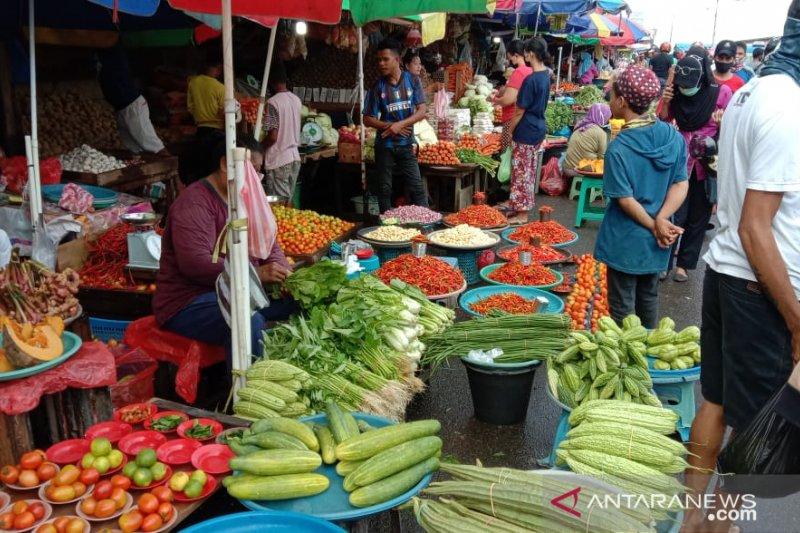 Lapak sayuran di Pasar Mardika, Ambon (John Soplanit)