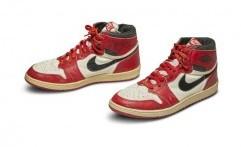 Sotheby Lelang Sneakers Kali Pertama Ditandatangani Michael Jordan