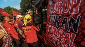 Terlalu Kritis, Kantor KASBI Dikepung Massa Pro-Omnibus Law