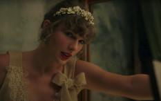 Taylor Swift Jadi Pengiring Pengantin Di Pernikahan Lena Dunham