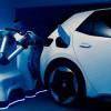 VW Pamerkan Robot Pengisi Daya Mobil Listrik