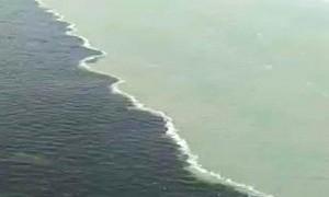 Video Air Laut Dua Warna di Suramadu