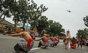 Puluhan Prajurit TNI Gelar Tari Kolosal 'Kebakaran Hutan dan Lahan'