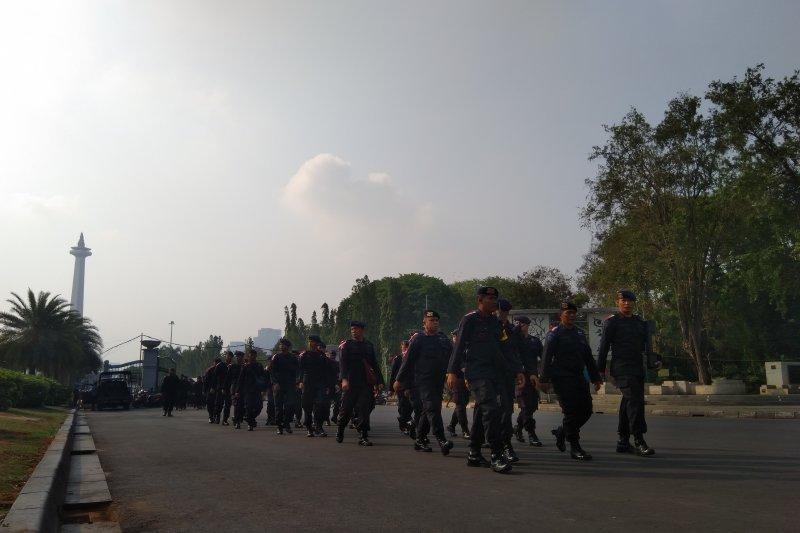 Meriam Air dan Truk Berisi Brimob Siaga Depan Istana Presiden, Ada Apa?