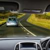 Tips Mudah dan Aman Menyalip Mobil Lain di Jalan Raya
