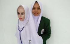 Mahasiswa Unusa Ini Buat Jilbab K-Pop untuk Tenaga Medis