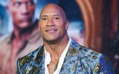 Dwayne Johnson Bocorkan Kostum 'Black Adam'