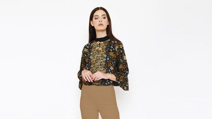 Outwear batik bisa membuat penampilan fresh. (Foto  istyle) 66a937f52d