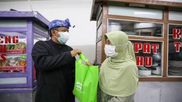 PKL Kota Bandung Mendapat Bantuan Beras