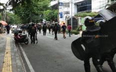 Dipukul Mundur Aparat, Massa 1812 Kocar-Kacir ke Jalan Thamrin dan Medan Merdeka
