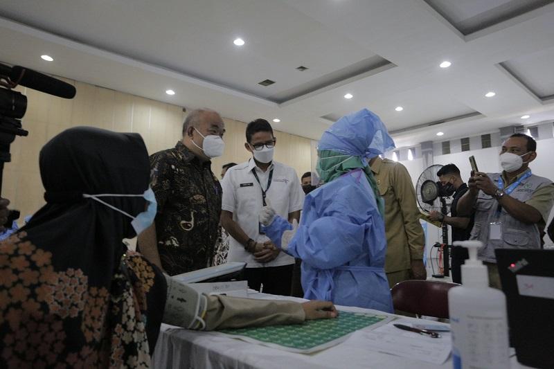 Menperekraf pantau vaksinasi di Yogyakarta. (Foto: Teresa Ika)