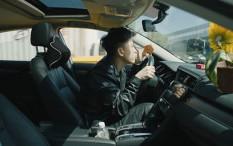 Keliling Naik Mobil, Ini Makna di Balik Video Klip 'DOA' Rich Brian