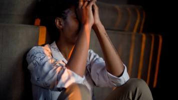 Tips Membedakan Rasa Sedih Biasa dan Gangguan Mental