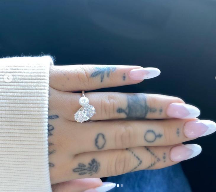 Cincin tunangan Ariana. (Foto Instagram/Arianagrande)