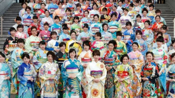 Kolaborasi Budaya Hasilkan Kimono Unik untuk Olimpiade Tokyo 2020