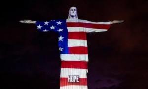 'Patung Kristus Sang Penebus Janeiro di Rio de Janeiro Diterangi Dengan Potret-potret Pekerja Kesehatan