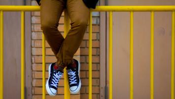 Rawat Sneakers Kesayangan dengan Cara Sederhana