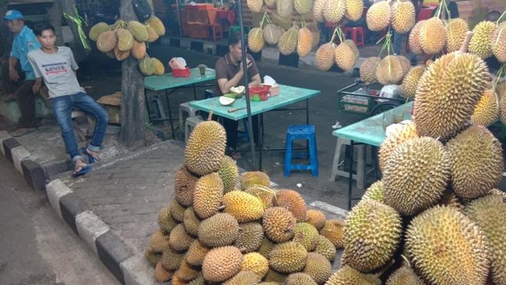 Kamu Penggemar Durian? Yuk Datang ke Pusatnya yang Jadi Langganan Ahok Ini