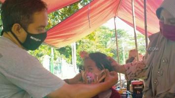 Jurnalis Cirebon Peduli Anak Bagikan 1.000 Masker Karakter