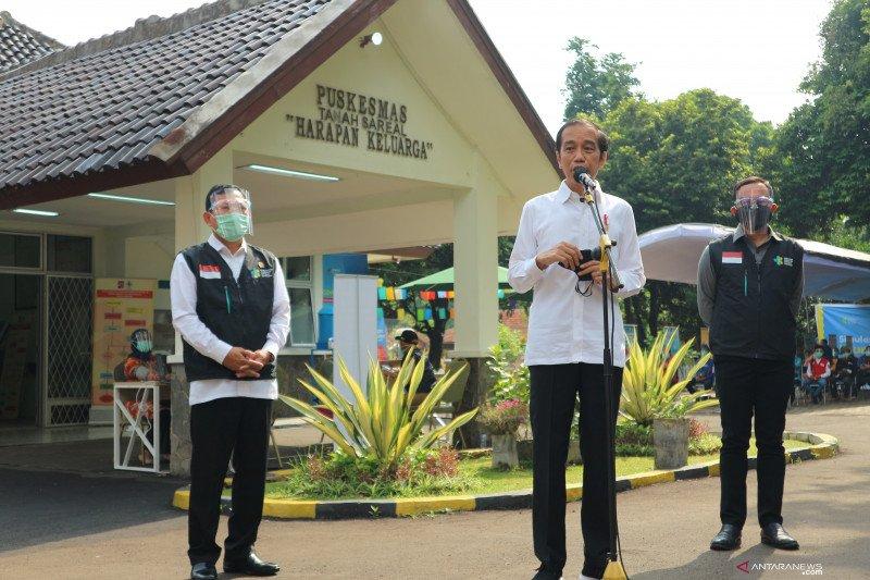 Presiden Joko Widodo saat meninjau kesiapan Puskesmas untuk vaksinasi. (Foto: setkab.go.id).