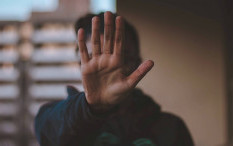 Mengapa Kita Sering Menolak Mengalami Suatu Perasaan?