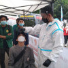Peserta Aksi Hari Buruh Sukarela Ikuti Tes Usap Antigen