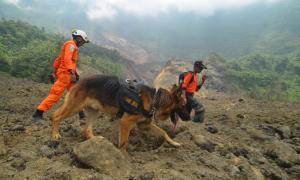Lokasi Longsor Gunung Galunggung Berbahaya, Dua Warga Masih Hilang