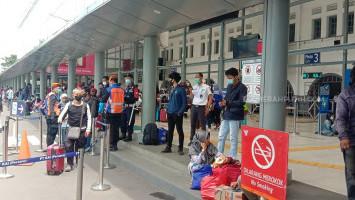 Ratusan Orang Reaktif COVID-19 Saat Tes Antigen di Stasiun