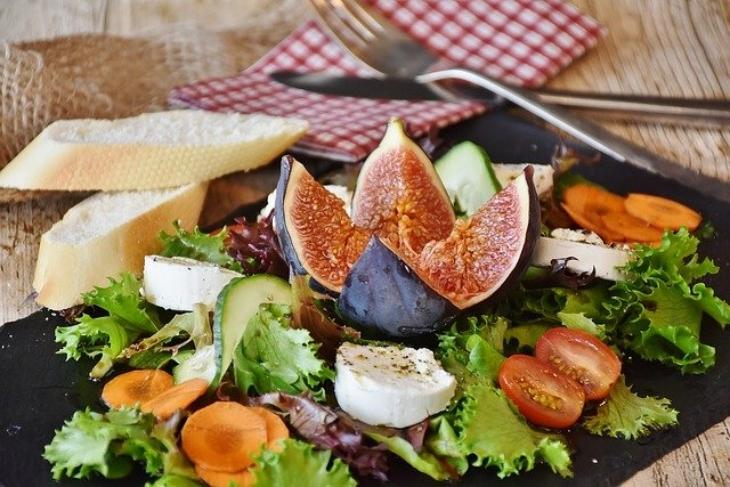 Atur pola makannya. (Foto: Pixabay/RitaE)